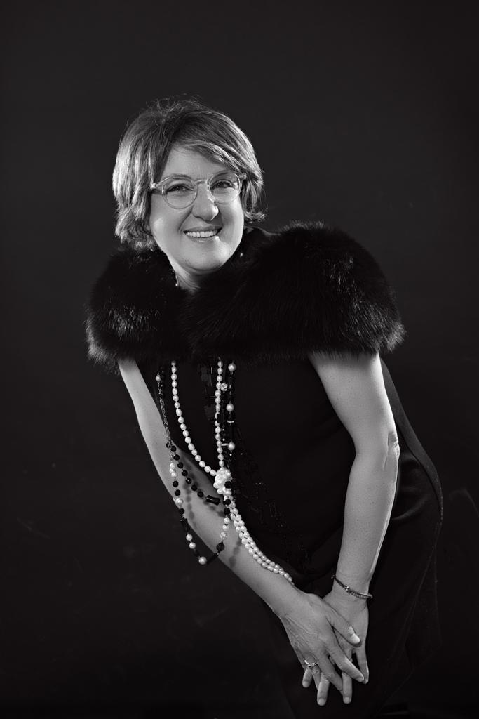 retrato de mujer en blanco y negro