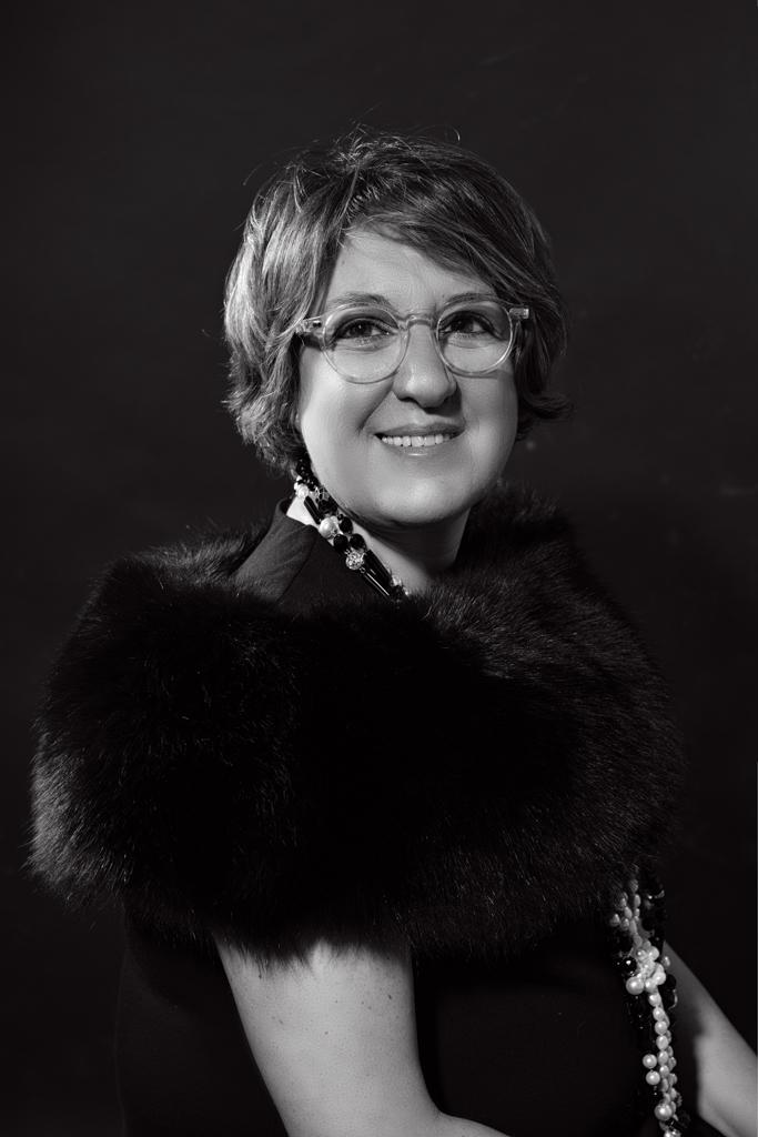 retrato de mujer en blanco y negro estilo film noire