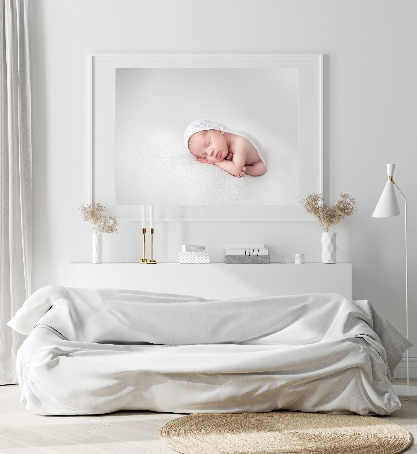 una foto de bebe recien nacida en blanco
