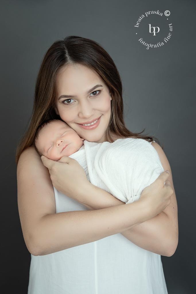 mama y su bebe recién nacido