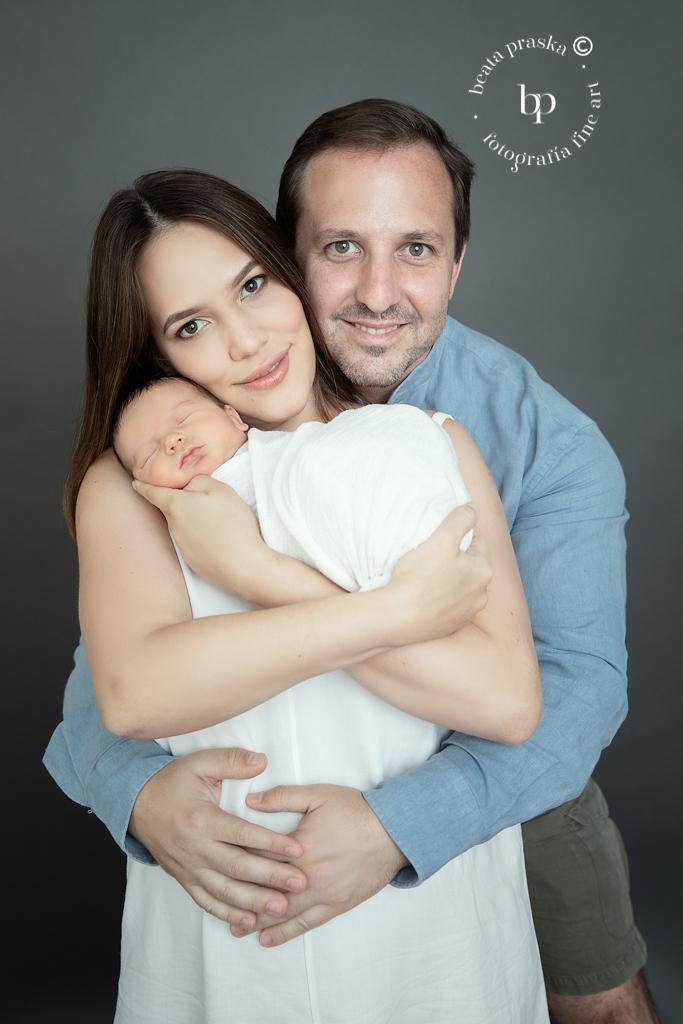 familia con un bebe recién nacido
