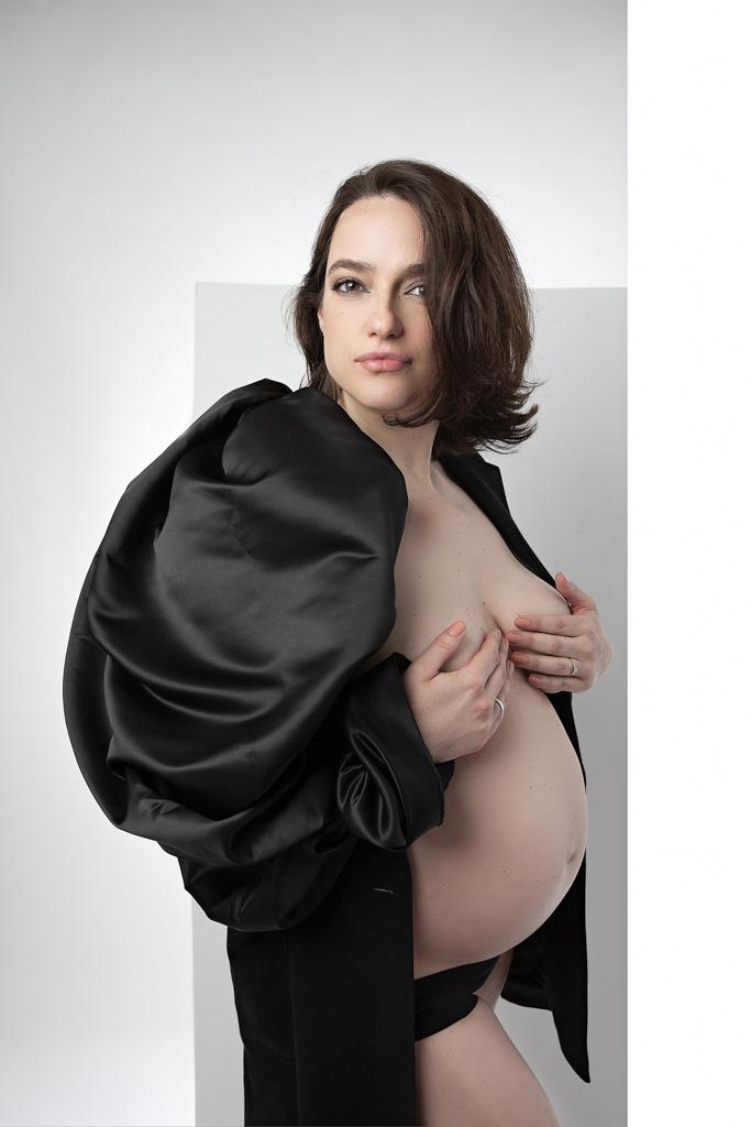 foto de mujer embarazada estilo elegante y fashion