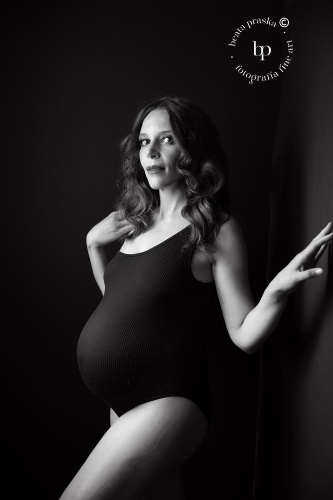 reportaje de embarazada en blanco y negro
