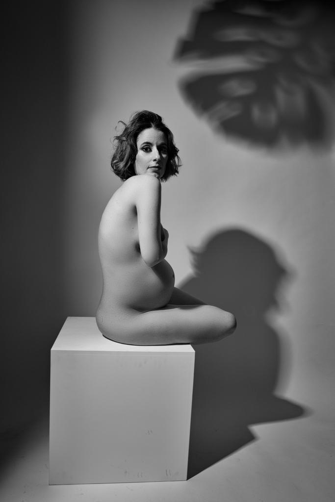 foto de mujer embarazada nude en blanco y negro