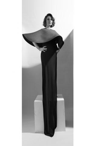 foto de mujer embarazada en blanco y negro elegante